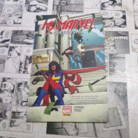 Ms. Marvel - Questões Mil (Capa Dura) (Lote #117)